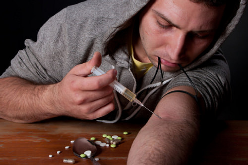 the causes and effects of drug addiction among teenagers Health effects of teen substance abuse while some teenagers will teens are more likely to perceive social benefits of drug use (such as being accepted among.